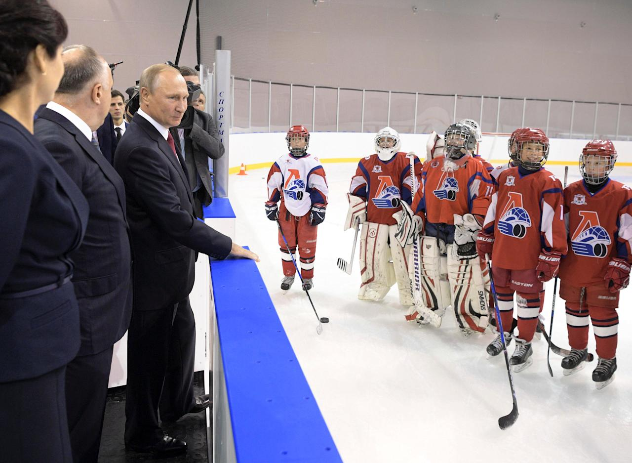 Russian President Vladimir Putin visits the State Ice Hockey School of the Olympic Reserve in Yaroslavl, Russia, September 1, 2017. Sputnik/Alexei Druzhinin/Kremlin via REUTERS ATTENTION EDITORS - THIS IMAGE WAS PROVIDED BY A THIRD PARTY.