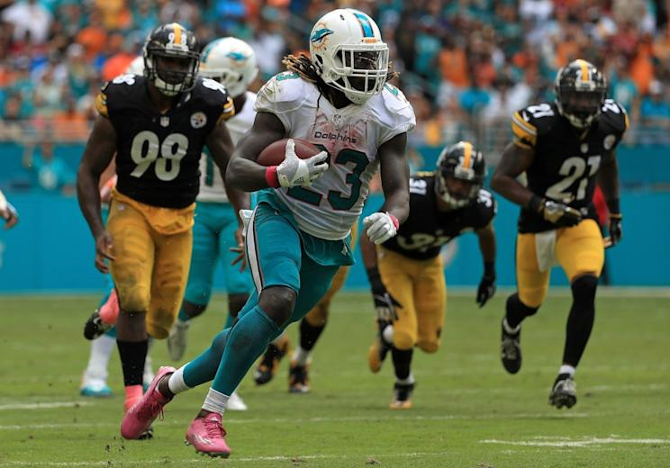 Jay Ajayi of the Miami Dolphins rushes during a game against the Pittsburgh Steelers. (Photo by Mike Ehrmann/Getty Images)