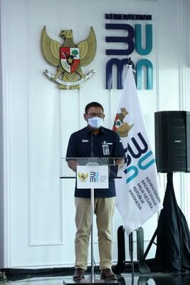 BRI Vice President Director, Catur Budi Harto, delivered a report at the signing ceremony of the share transfer agreement for the establishment of the Ultra Micro SOE holding in Jakarta, 13 September 2021.