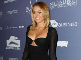 PHOTO: Miley Cyrus Shows Off Super Skinny Body