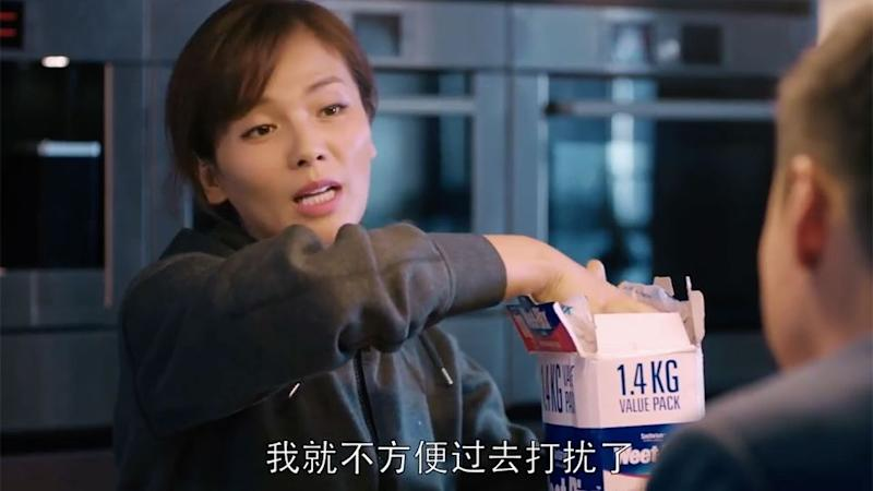 This screenshot from the Chinese TV drama shows a woman pulling out some of the Aussie cereal. Photo: YouTube/OdetoJoy