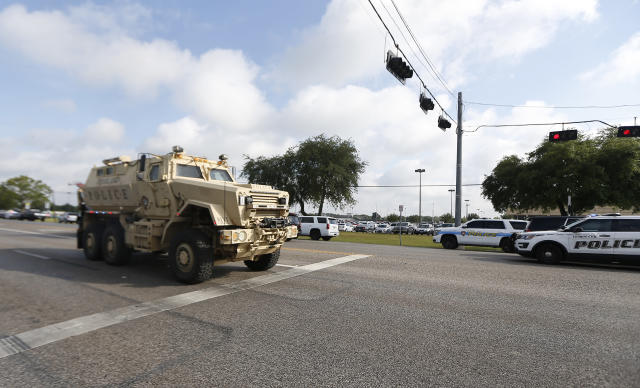 <p>Law enforcement officers respond to an active shooter in front of Santa Fe High School Friday, May 18, 2018, in Santa Fe, Texas. (Photo: Steve Gonzale/Houston Chronicle via AP) </p>