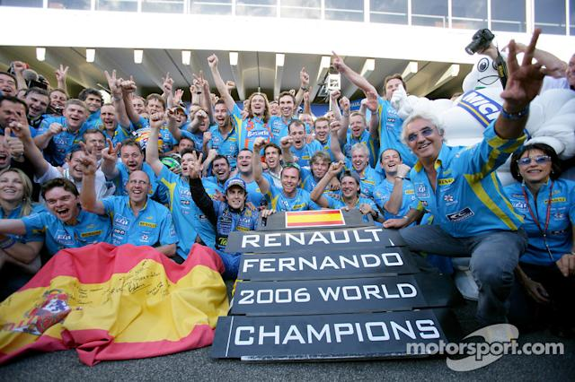 "Fernando Alonso zu Renault (2002) <span class=""copyright"">LAT Images</span>"