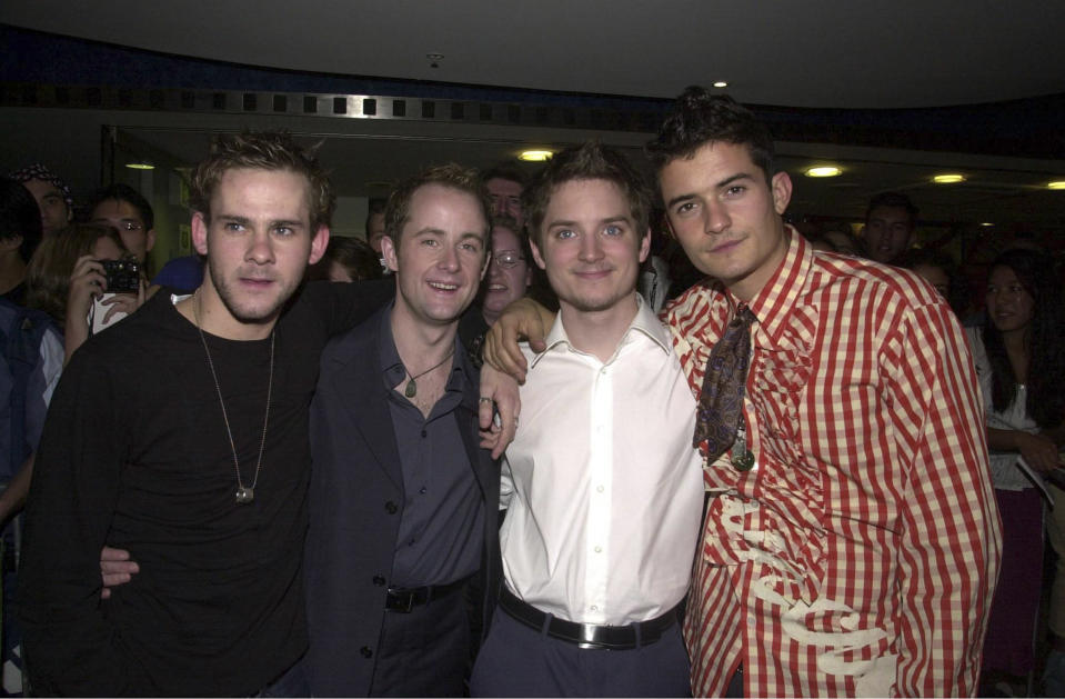 DOMINIC MONAGHAN, BILLY BOYD, ELIJAH WOOD AND ORLANDO BLOOM ATTEND THE MOVIE PREMIERE OF THE LORD OF THE RINGS, 2001. (Photo by Patrick Riviere/Getty Images)