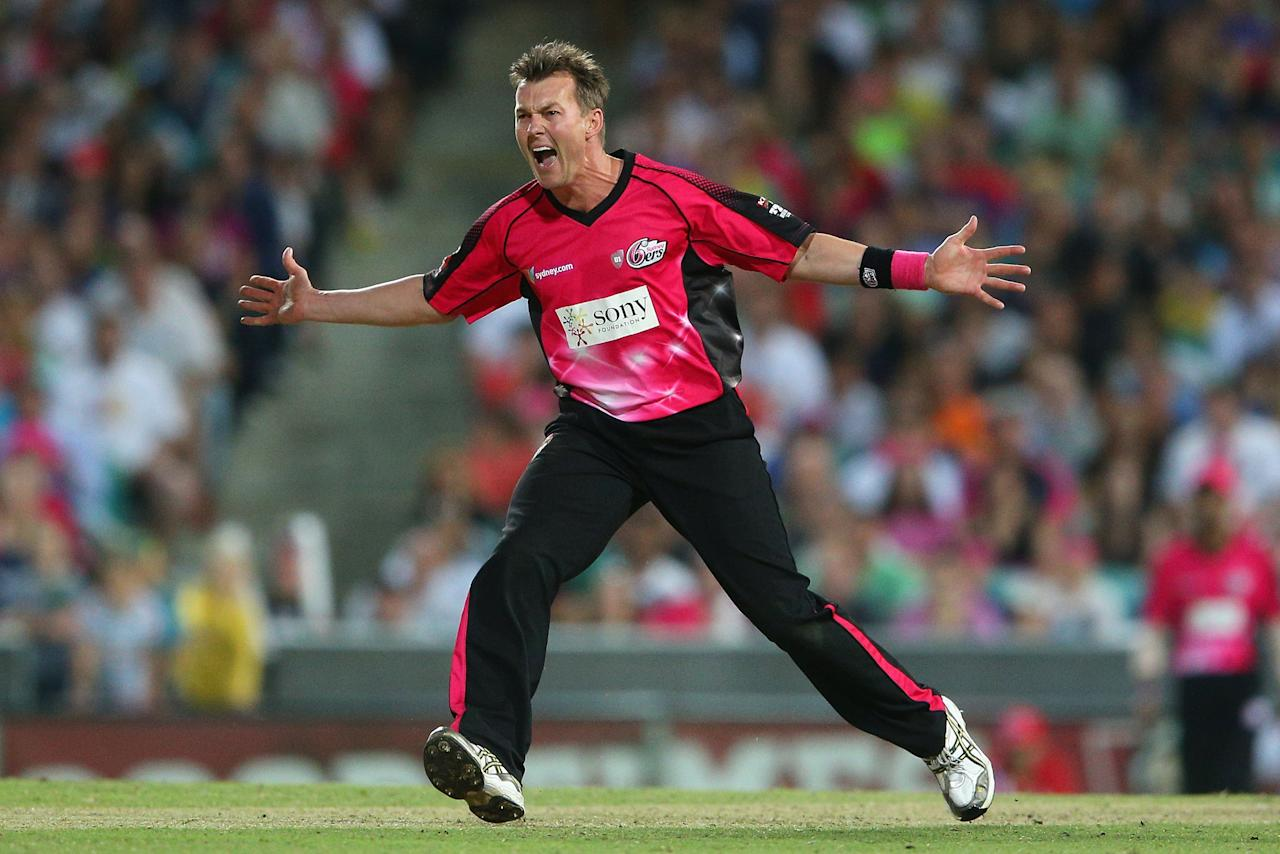SYDNEY, AUSTRALIA - JANUARY 09:  Brett Lee of the Sixers calls for the ball during the Big Bash League match between the Sydney Sixers and the Melbourne Renegades at SCG on January 9, 2013 in Sydney, Australia.  (Photo by Cameron Spencer/Getty Images)