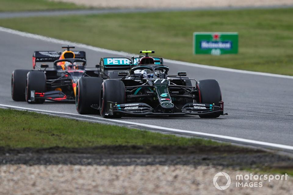 "Valtteri Bottas, Mercedes F1 W11, Max Verstappen, Red Bull Racing RB16<span class=""copyright"">Charles Coates / Motorsport Images</span>"