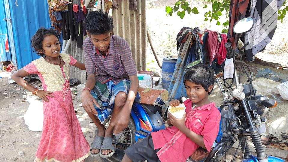 """<div class=""""paragraphs""""><p>The families here said that they have not been able to manage even daily household expenses.</p></div>"""
