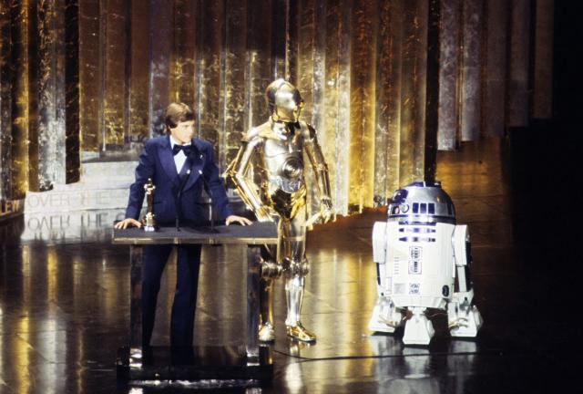 Mark Hamill, C-3PO, and R2-D2 at the 50th Academy Awards on April 3, 1978. (Photo: ABC Photo Archives/ABC via Getty Images)