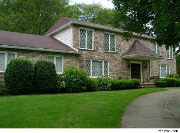 home for sale in safe zone, akron