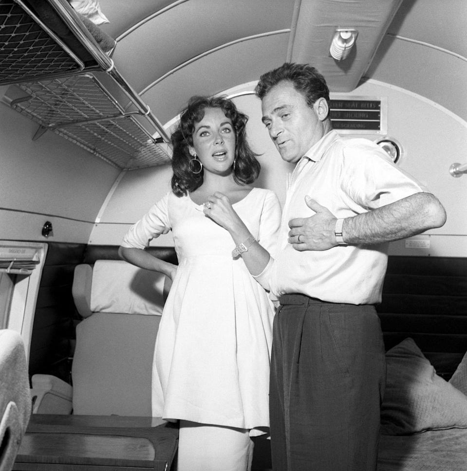 <p>Elizabeth Taylor adopted the combination of a pencil skirt and dress-like tunic as her maternity uniform.</p>