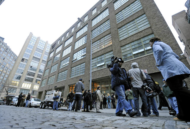 Members of the news media wait in front of Jay-Z's Tribeca residence on Friday, April 4, 2008. (Photo: AP Photo/ Louis Lanzano)