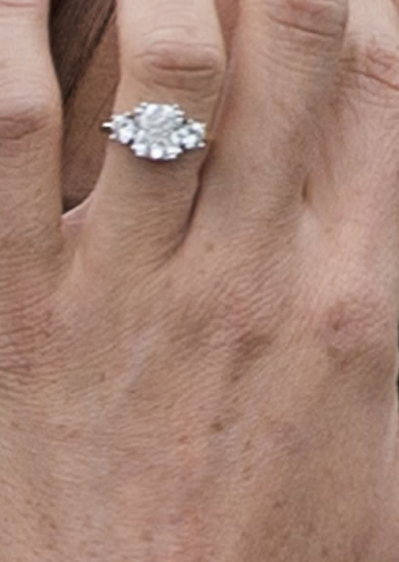 How Many Carats Is Meghan Markle S Engagement Ring