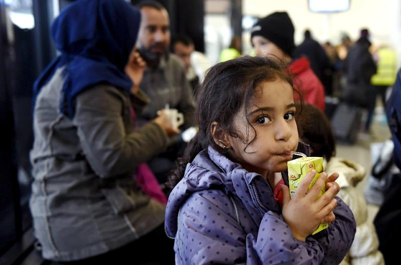 A young Iraqi refugee drinks as she waits to get into a refugee reception centre in Tornio, northwestern Finland, on September 18, 2015 (AFP Photo/Jussi Nukari)