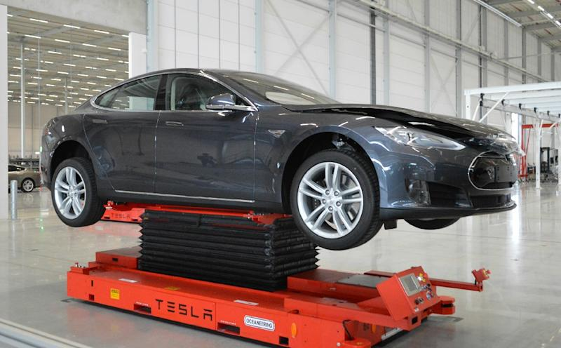 A Tesla model assembled at the electrical car makers newly-opened plant in Tilburg, the Netherlands on September 25, 2015 (AFP Photo/Jan Hennop)