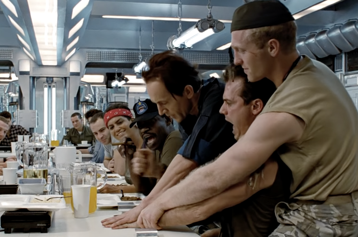 Henriksen shows off his knife skills in a classic scene from Aliens (Photo: 20th Century Fox/YouTube)