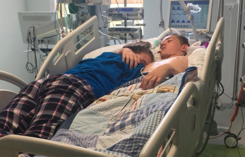 Stephanie Ray, 15, gives a final embrace to her boyfriendBlake Ward, 16, just before his life support is switched off. Source: Stephanie Ray / Facebook