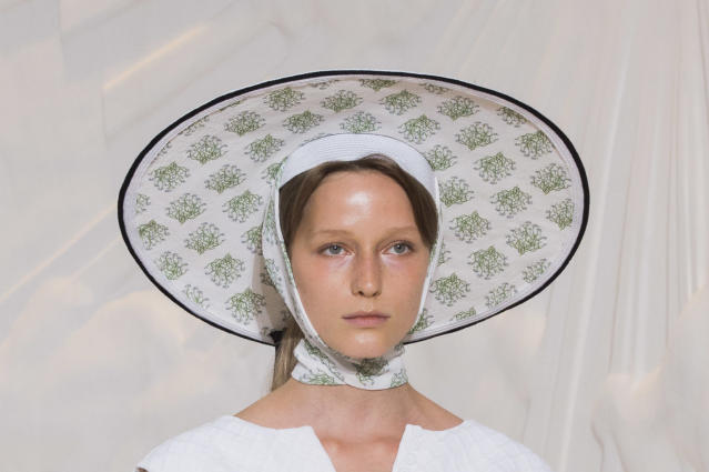 <p><i>Floral-print, wide-brim hat from the SS18 Emilia Wickstead collection. (Photo: ImaxTree) </i></p>