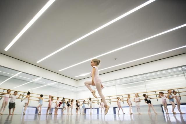 Children watch as a girl dances during an audition for the School of American Ballet in New York April 25, 2014. The school is holding auditions for over 600 beginner ballet students, who will be selected to fill the 120 spots available to study the dance on campus. REUTERS/Lucas Jackson (UNITED STATES - Tags: SOCIETY EDUCATION TPX IMAGES OF THE DAY)