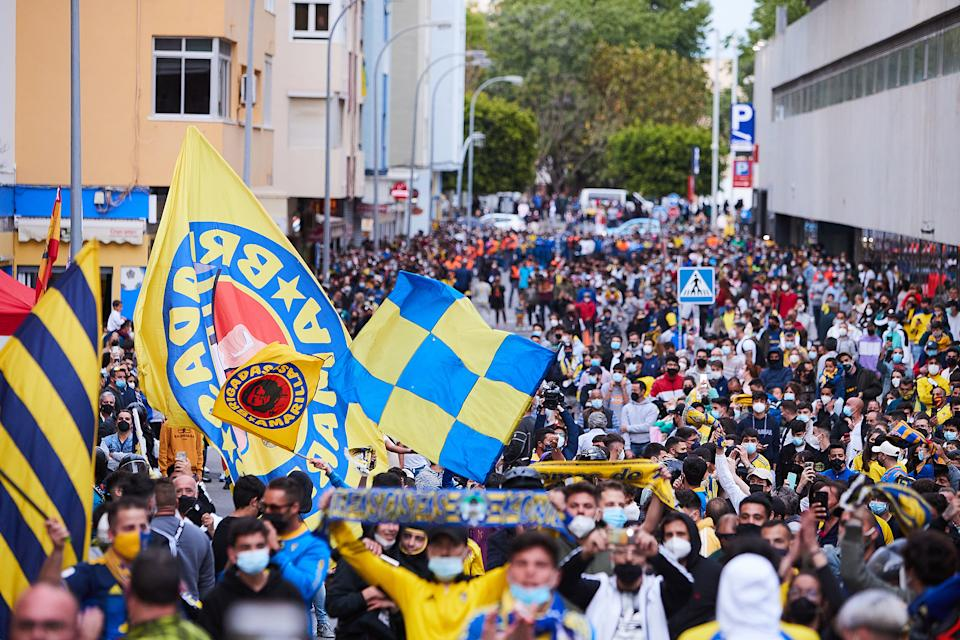 Fans gather outside the stadium to protest against the European Super League prior to the La Liga Santander match between Cadiz CF and Real Madrid.