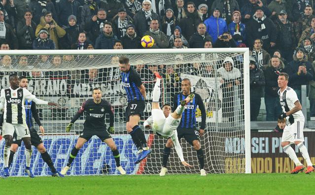 Juventus' Cristiano Ronaldo performs an acrobatic kick during the Serie A soccer match between Juventus and Inter Milan at the Turin Allianz stadium, Italy, Friday, Dec. 7, 2018. (Andrea Di Marco/ANSA via AP)