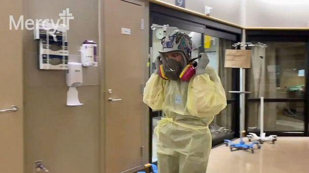 PHOTO: Medical staff work wearing COVID-19 PPE in the ICU of Mercy Hospital in Oklahoma City, Nov. 26, 2020. (KOCO/ABC News)