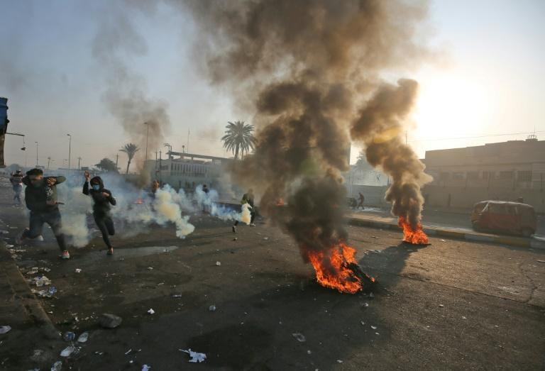 Anti-government protesters tried Monday to block central Baghdad streets with burning tyres (AFP Photo/AHMAD AL-RUBAYE)