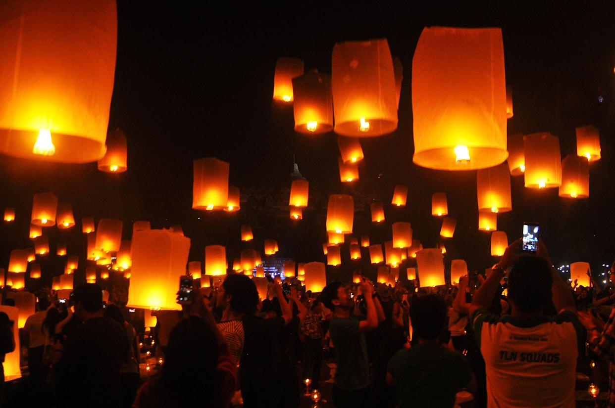 People fly lanterns at Borobudur Temple during New Year's celebrations in Magelang, Indonesia on January 1, 2018. (Photo: Antara Foto Agency / Reuters)