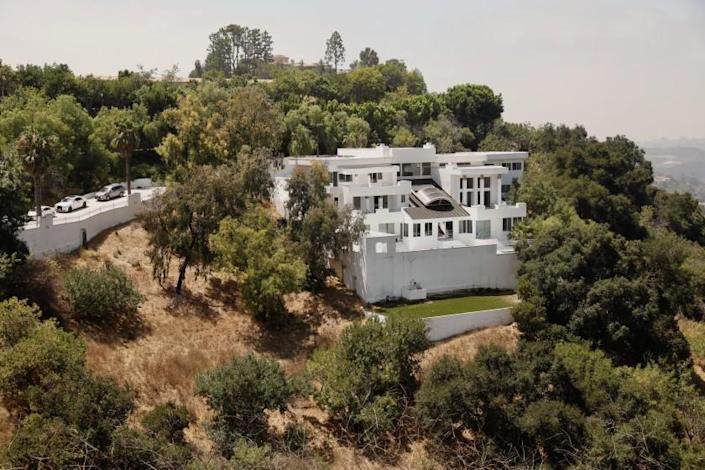 """A home on Mulholland Drive where a massive party was held in defiance of coronavirus-related health orders. <span class=""""copyright"""">(Los Angeles Times)</span>"""