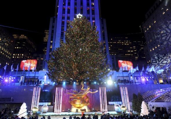 Rockefeller tree lighting 11-2017 - 2018 NYC Rockefeller Center Tree Lighting: Chilly Evening Forecast