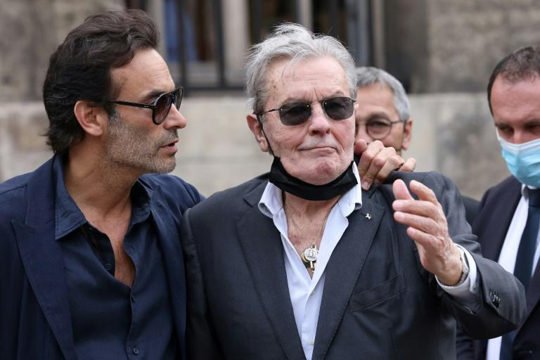 Alain Delon received a warm welcome from the crowd at Belmondo's funeral (AFP/Thomas COEX)