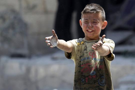 <p>A boy, whose brother was killed, reacts at a site hit by airstrikes in the rebel-controlled area of Maaret al-Numan town in Idlib province, Syria June 2, 2016. (Khalil Ashawi/REUTERS) </p>