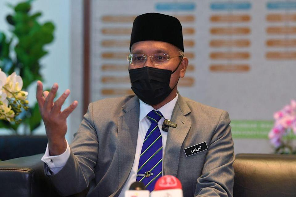 The senator from Islamist party PAS said Article 11(4) of the Federal Constitution already restricts the propagation of any religions among Muslims in the Federal Territories. — Bernama pic