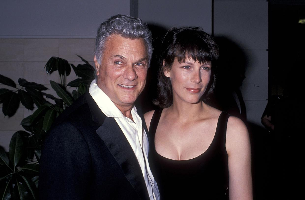 Actor Tony Curtis and actress Jamie Lee Curtis attend Tony Curtis' Art Exhibition Dinner Party on April 22, 1989 at Beverly Hilton Hotel in Beverly Hills, California. (Photo by Ron Galella, Ltd./Ron Galella Collection via Getty Images)