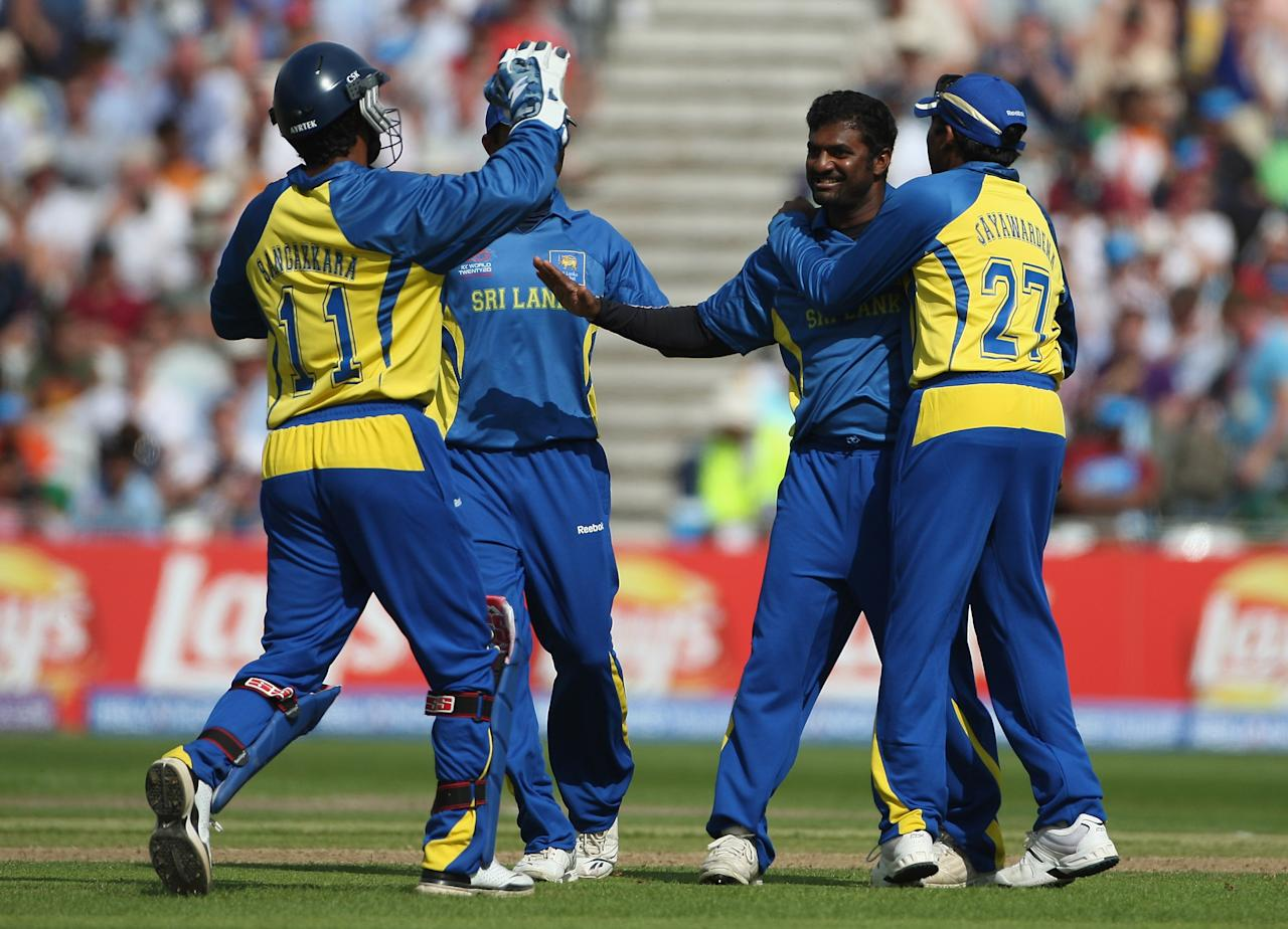 NOTTINGHAM, ENGLAND - JUNE 16:  Muttiah  Muralitharan of Sri Lanka celebrates taking the wicket of Daniel Vettori of New Zealand with his team mates during the ICC World Twenty20 Super Eights match between New Zealand and Sri Lanka at Trent Bridge on June 16, 2009 in Nottingham, England.  (Photo by Julian Finney/Getty Images)
