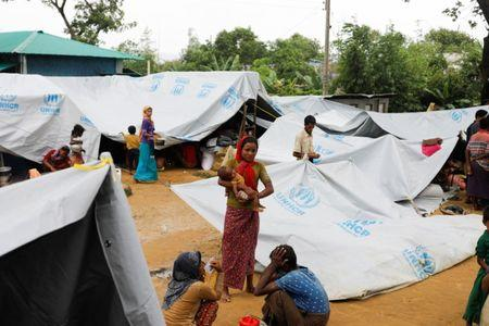 Rohingya refugees who crossed the border from Myanmar this week take shelter at a school in Kutupalong refugee camp near Cox's Bazar, Bangladesh October 21, 2017. REUTERS/Zohra Bensemra