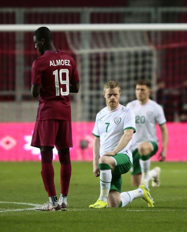 Republic of Ireland's Daryl Horgan (centre) takes a knee before the friendly against Qatar