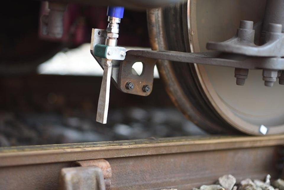 Dry ice will be blasted onto railway lines across northern England in a trial aimed at removing leaves more efficiently than current methods (University of Sheffield)
