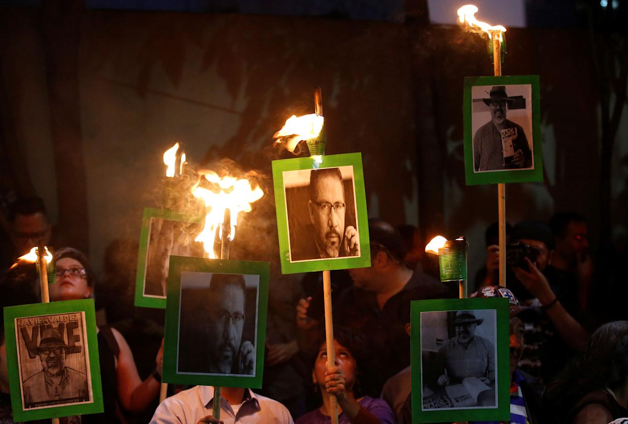 <p>Journalists and demonstrators hold up pictures of journalist Javier Valdez during a demonstration against his killing and for other journalists who were killed, at the Interior Ministry building in Mexico City, Mexico on May 16, 2017. (Henry Romero/Reuters) </p>