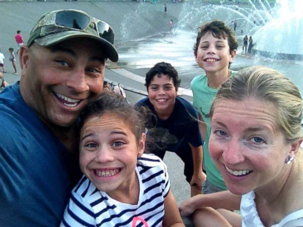 PHOTO: Jeff Bramstedt with his wife Robin and three children. (Jeff Bramstedt)