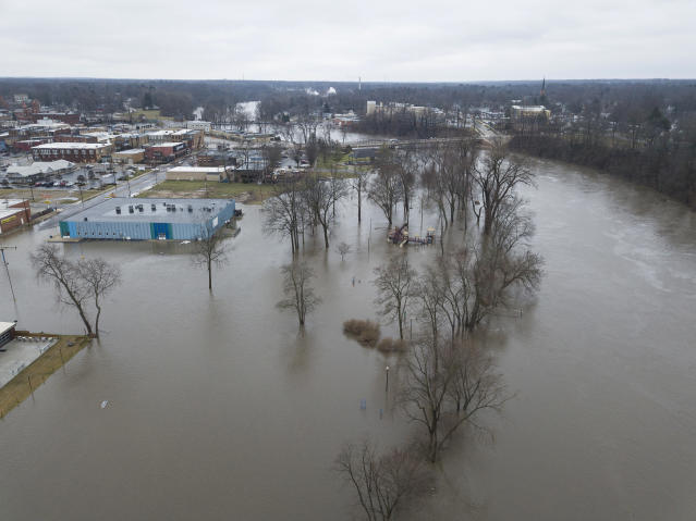 <p>In this drone image looking south, the St. Joseph River has overflowed its banks and has traveled a couple of blocks into the city, Wednesday, Feb. 21, 2018, in Niles, Mich. (Photo: Santiago Flores/South Bend Tribune via AP) </p>