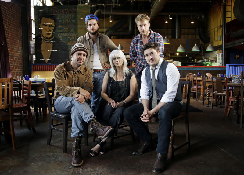 "This Sept. 5, 2012 photo shows the band Mumford and Sons with Emmylou Harris, from left, Ben Lovett, Winston Marshall, Emmylou Harris, Ted Dwane and Marcus Mumford, in Franklin, Tenn. Harris, an iconic singer and member of the Country Music Hall of Fame, and Mumford & Sons, platinum-selling lads from London who have sparked a folk rock resurgence, are joining together to explore their shared love of high harmony, sad songs and, yes, the oft-belittled banjo on an episode of ""CMT Crossroads"" on Thursday, Sept. 27. (AP Photo/Mark Humphrey)"