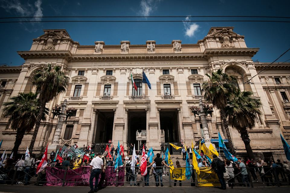 Members of major teachers' trade unions stage a demonstration in front of the Ministry of Education on June 8, 2020 in Rome, Italy as the country eases its lockdown aimed at curbing the spread of the COVID-19 infection, caused by the novel coronavirus. (Photo by Andrea Ronchini/NurPhoto via Getty Images) (Photo: NurPhoto via Getty Images)