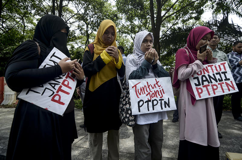Activists demanded PH fulfil its election pledge to defer the repayment on National Higher Education Fund Corporation borrowers who earn under RM4,000 monthly.