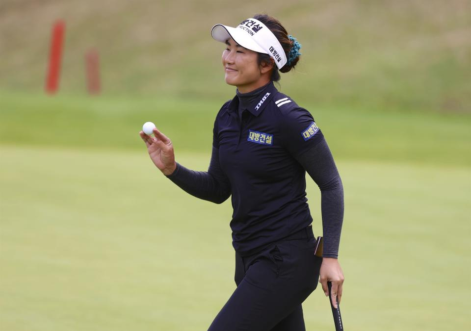Su Oh, of Australia, waves to the crowd after putting out on the 18th green during the final round of the LPGA Cambia Portland Classic golf tournament in West Linn, Ore., Sunday, Sept. 19, 2021. (AP Photo/Steve Dipaola)