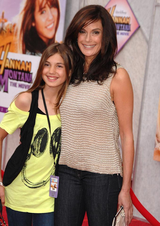 """<a href=""""http://movies.yahoo.com/movie/contributor/1800026425"""">Teri Hatcher</a> and daughter Emerson Rose at the Los Angeles premiere of <a href=""""http://movies.yahoo.com/movie/1810025272/info"""">Hannah Montana The Movie</a> - 04/02/2009"""