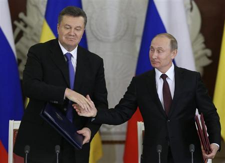 Russia's President Vladimir Putin and his Ukrainian counterpart Viktor Yanukovich attend a signing ceremony after a meeting of the Russian-Ukrainian Interstate Commission at the Kremlin in Moscow