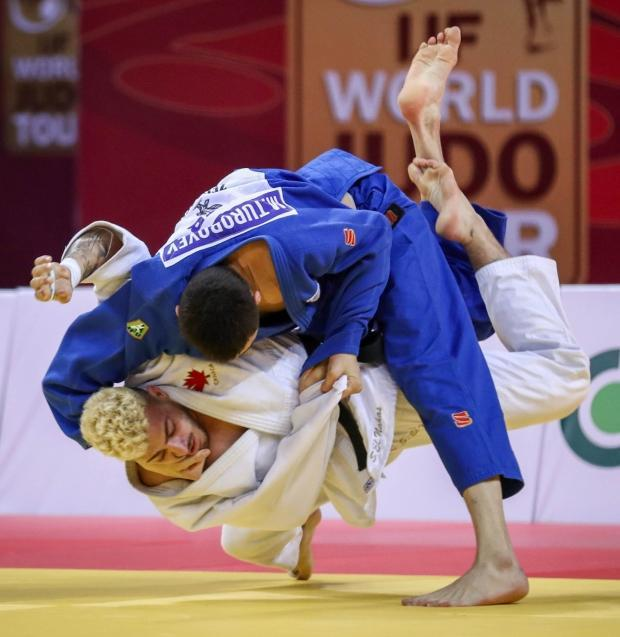 Canada's Shady El Nahas, bottom, won gold in the men's under-100 kg competition at a Grand Glam event in Tbilisi, Georgia on Sunday.  (Mayorova Marina/IJF - image credit)