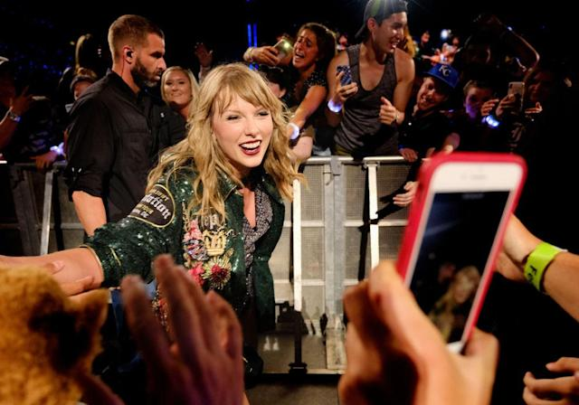 Taylor Swift shows her fans love at her July 10 concert in Landover, Md. (Photo: Jason Kempin/TAS18/Getty Images)