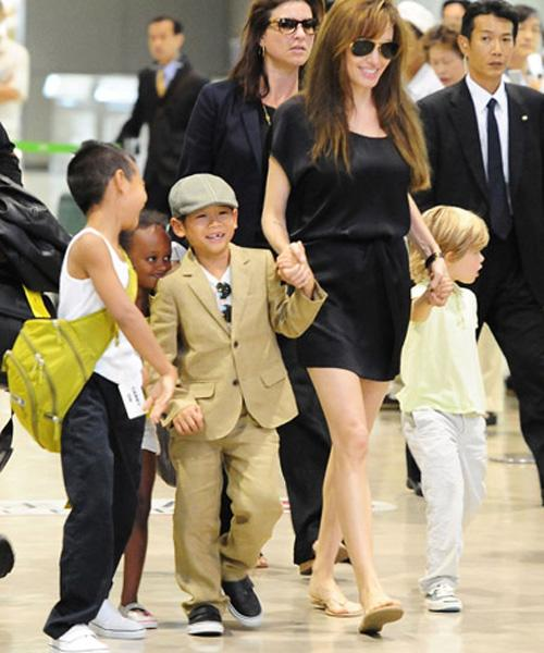 <p>As Angelina Jolie and her four oldest children, Maddox, Pax, Zahara and Shiloh made their way through Narita International Airport, Japan we couldn't help but notice that Shiloh seemed left out of the games her siblings were playing.</p>