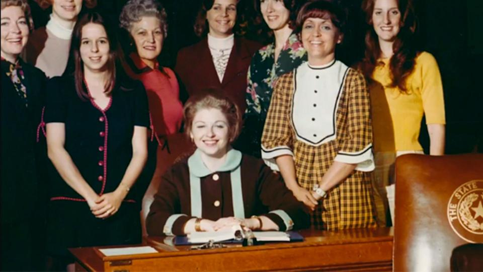 Sarah Weddington, center, went from receiving no job offers after graduating from law school to arguing the case that would become her legacy: <em>Roe v. Wade</em>. (Photo: Courtesy of Sarah Weddington)